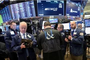 Chứng khoán Mỹ tăng nhẹ, Dow Jones trong phiên có lúc mất 500 điểm