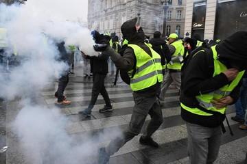 Thâm hụt ngân sách Pháp có thể tăng vọt vì 'áo vàng'