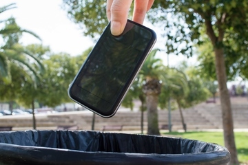 Nhận 100.000 USD nếu bỏ điện thoại thông minh một năm