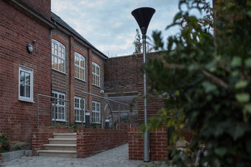 Khủng hoảng nhà ở tại Anh: Chăm chỉ làm việc nhưng vẫn vô gia cư