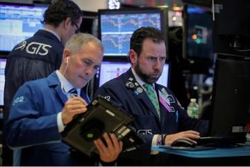 Phố Wall tiếp tục giảm, Dow Jones mất hơn 400 điểm, Nasdaq suýt vào thị trường gấu
