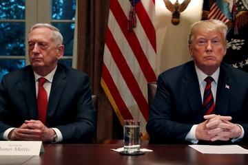 Bất đồng với Trump, bộ trưởng quốc phòng Mỹ từ chức