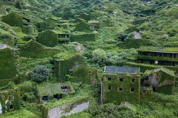 Ngôi làng Trung Quốc bị thiên nhiên 'nuốt chửng'