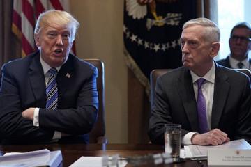 Nổi giận vì thư từ chức, Trump muốn Mattis thôi việc sớm