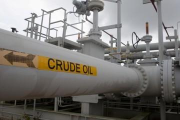 Giá dầu lao dốc 6%, chạm đáy hơn một năm