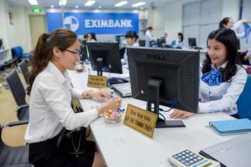 Eximbank nâng lãi suất 6 tháng từ 5,6% lên 7,6%/năm