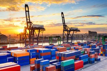 Hàng hóa Việt Nam ngày càng gặp nhiều rào cản thương mại