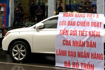 Khách hàng tố bị lừa hàng trăm tỷ khi gửi tiền ở VietABank