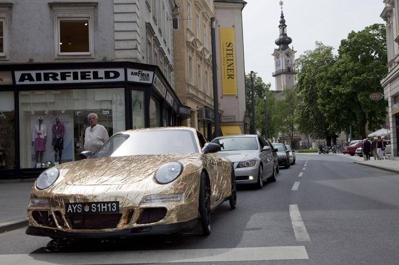 Porsche chạy bằng sức người