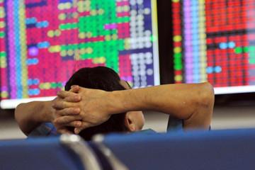Nhà đầu tư vẫn chịu áp lực tâm lý từ nước ngoài