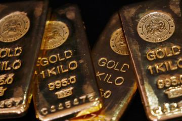 Vàng tiếp tục hướng đến mốc 1.300 USD do sản xuất thế giới suy yếu