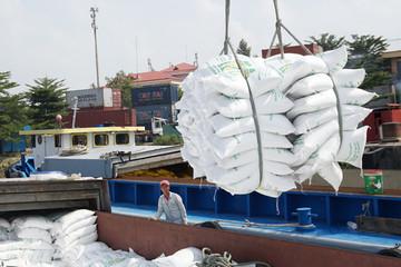 Thái Lan giảm mục tiêu xuất khẩu gạo vì Việt Nam