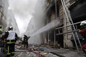 Hiện trường vụ nổ ở Paris: Tan hoang như vùng chiến tranh