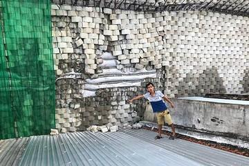 Dân viết tâm thư cầu cứu vì bức tường 'khủng' sắp đổ