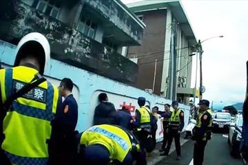 Đài Loan bắt 11 người Việt trốn trên xe tải chở hàng