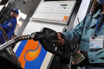 Giá xăng không tăng, tiếp tục ở mức đáy một năm