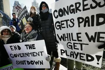 Chính phủ đóng cửa, kinh tế Mỹ đi vào 'vùng tối'