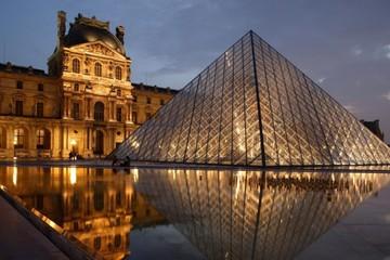 Bỏ 34.000 USD để thăm Louvre Paris một mình
