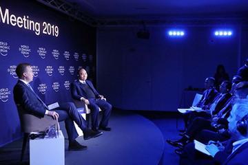 Thủ tướng đối thoại với Chủ tịch WEF ở Davos