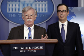 Mỹ cấm vận tập đoàn dầu khí quốc gia Venezuela
