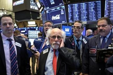 Phố Wall giảm điểm sau cảnh báo từ một số công ty Mỹ