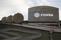 Giá dầu tăng 2% sau lệnh trừng phạt Venezuela của Mỹ