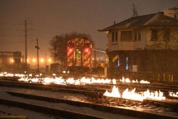 Mỹ: Đốt đường ray vì trời quá lạnh