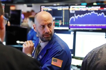 Phố Wall diễn biến trái chiều, S&P 500 có tháng tăng mạnh nhất kể từ 2015