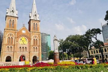 Khác Hà Nội, Sài Gòn vẫn nhộn nhịp trong ngày mùng 1 Tết