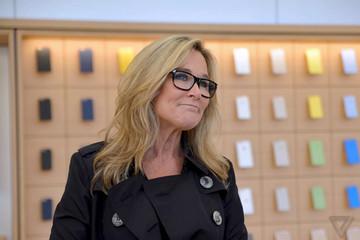 'Bà trùm' bán lẻ của Apple từ chức
