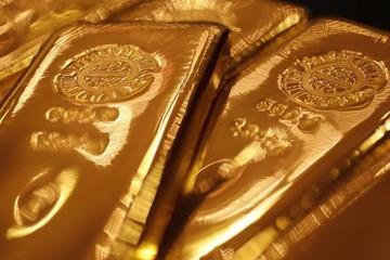 USD tăng giá nhờ bất ổn thương mại toàn cầu, giá vàng đi xuống