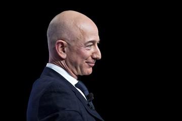 Jeff Bezos làm từ thiện nhiều hơn Bill Gates và Mark Zuckerberg cộng lại năm 2018