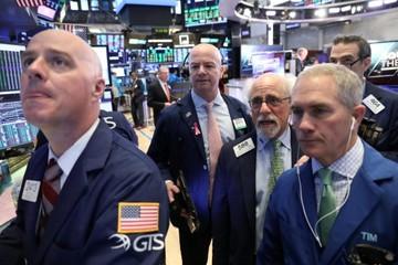 Số liệu bán lẻ kém, S&P 500 và Dow Jones giảm điểm