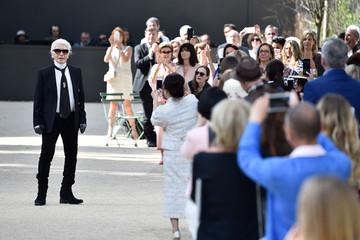 Karl Lagerfeld nói về những khách hàng mua 20 bộ váy trong năm phút