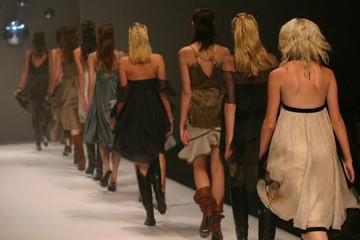 Góc khuất nợ nần của những người mẫu thời trang thế giới