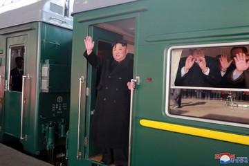 Chủ tịch Kim Jong-un đang đi tàu tới Việt Nam