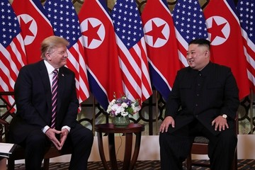 Trump - Kim cười và ca ngợi nhau trong lần gặp thứ hai tại Hà Nội