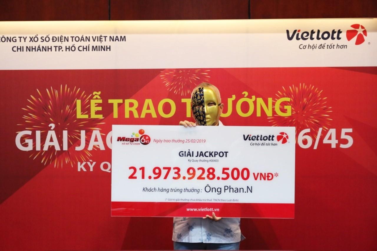 Chọn vé theo ngày sinh người thân, khách hàng TP HCM trúng Vietlott gần 22 tỷ đồng