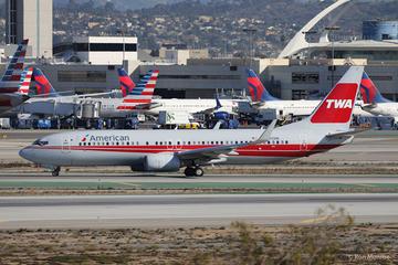 American Airlines bị phạt 1 triệu USD vì để khách chờ lâu trên máy bay