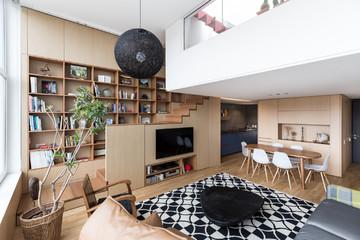 Thiết kế thông minh bên trong căn hộ 2 tầng có sân thượng ở Brazil