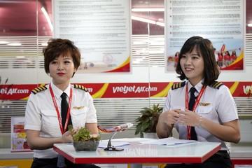 Ngày 8/3 của những nữ phi công bận rộn