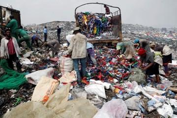 Chìm trong rác thải nhựa, Kenya chật vật với công cuộc tái chế