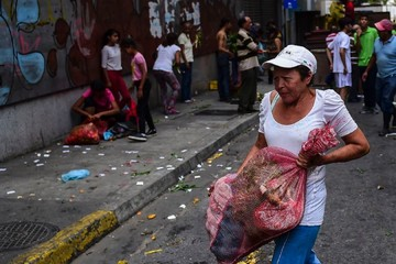 Mất điện diện rộng ở Venezuela: Chạy đua với thời gian để cứu thực phẩm
