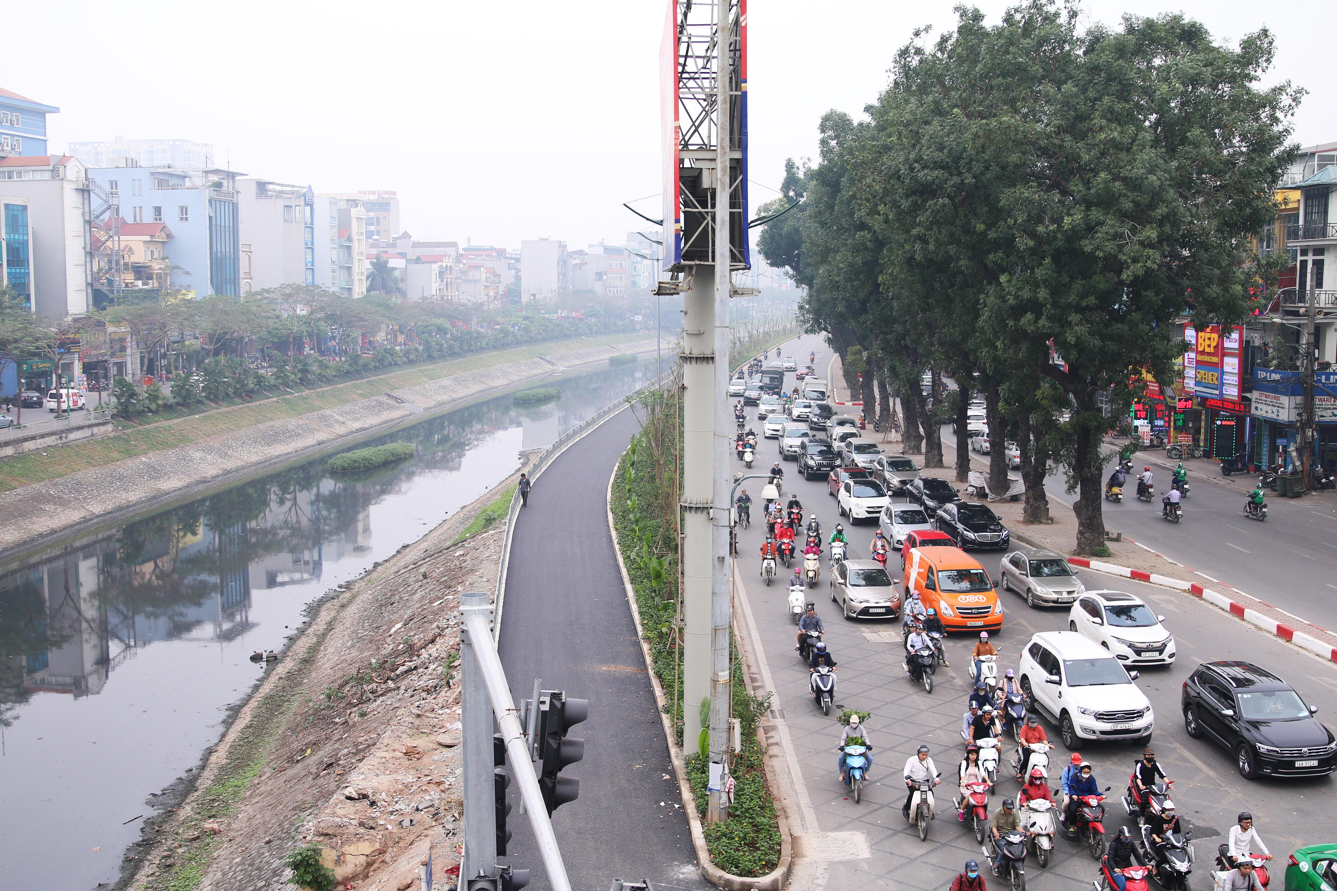 [Ảnh] Tuyến đường đi bộ rộng 3,5 m dọc sông Tô Lịch