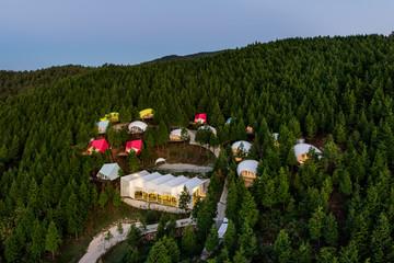 Khu nghỉ dưỡng sang trọng, nổi bật giữa rừng cây ở Hàn Quốc