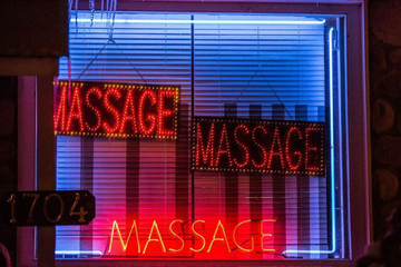Cuộc sống của 'gái massage' bất hợp pháp trong ngành công nghiệp 2,5 tỷ USD
