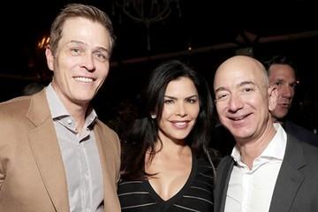 Báo Mỹ bị cáo buộc chi 200.000 USD mua tin nhắn giữa Jeff Bezos và người tình
