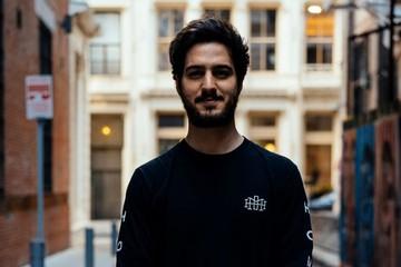 Chàng trai 24 tuổi kiếm tiền nhờ những bức tranh làm từ rubik