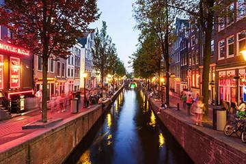 Amsterdam sẽ cấm các đoàn khách du lịch tham quan phố đèn đỏ