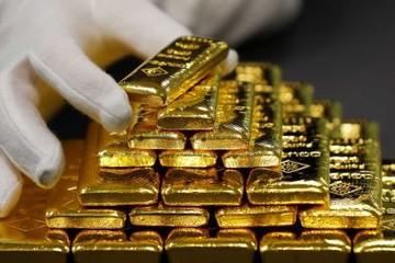 Giới đầu tư bán tháo chứng khoán, giá vàng tăng nhẹ